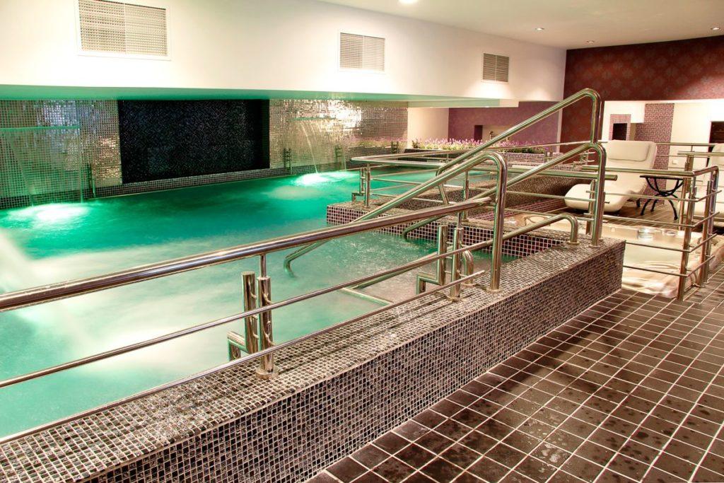 piscina si jacuzzi